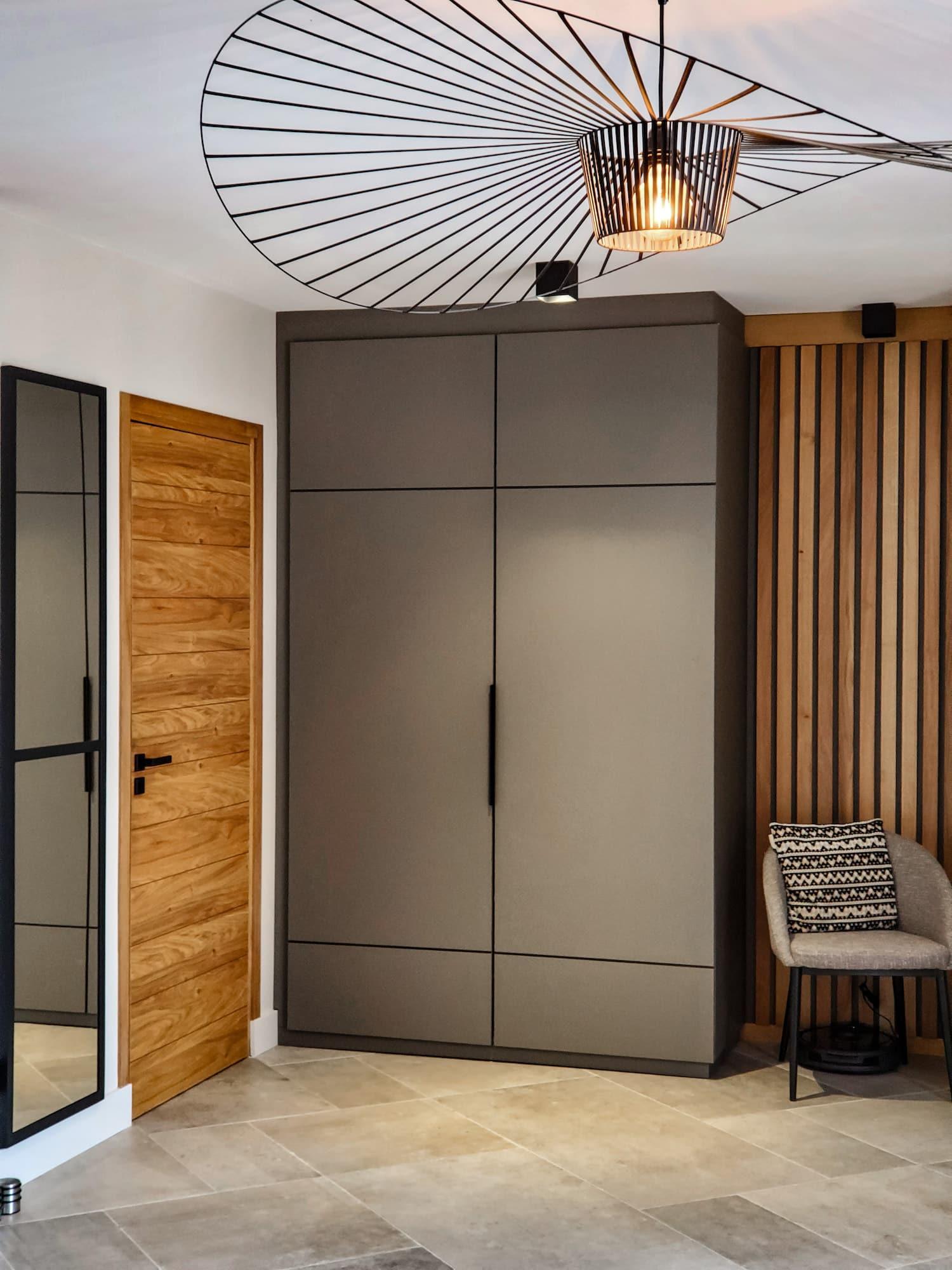 Rénovation Maison en Provence - Le placard d'entrée sur mesure, by Christiansen Design, Architecte d'intérieur et Décorateur à Paris, Yvelines, Hauts de Seine, Provence