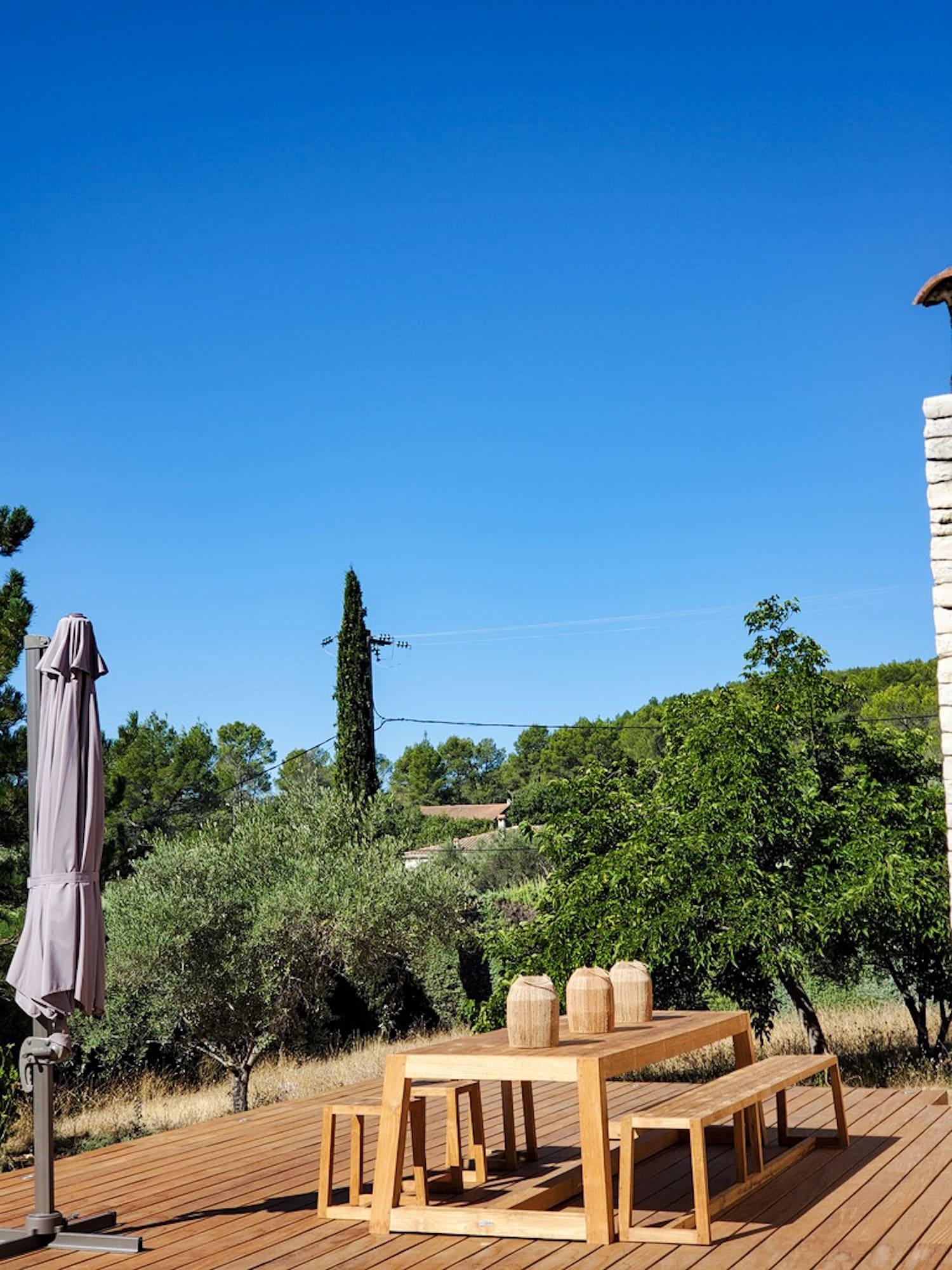 Rénovation Maison en Provence - Terasse avec son mobilier teck, by Christiansen Design, Architecte d'intérieur et Décorateur à Paris, Yvelines, Hauts de Seine, Provence