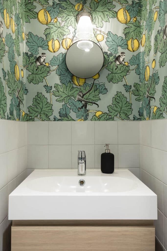 12-Architecture intérieure Loft Paris Panthéon - Le papier peint Singes dans les toilettes, by Christiansen Design, Architecte d'intérieur et Décorateur à Paris, Yvelines, Hauts de Seine, Provence