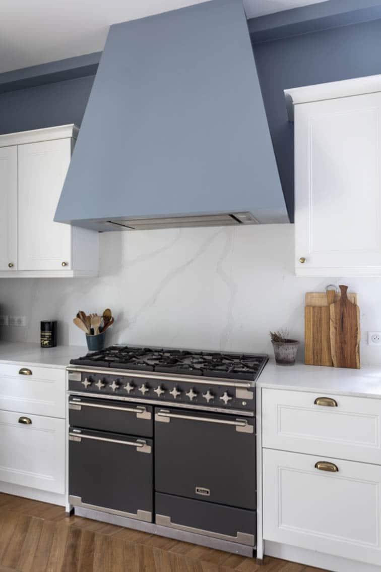 Hotte sur mesure avec cuisinière Falcon Elise, by Christiansen Design, Architecte d'intérieur et Décorateur à Paris, Yvelines, Hauts de Seine, Provence